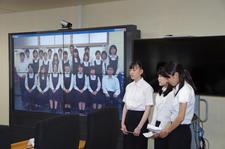 ビジネス・コミュニケーション科の学生が河野太郎大臣にプレゼンを行いました
