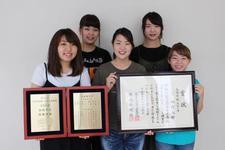 最優秀校に選ばれた「第22回全日本高校・大学生書道展」の表彰式に文学部書道文化学科の学生が出席しました
