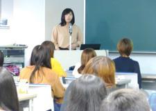 人間健康科食物栄養専攻で「就職・職場体験講演会」を開催しました