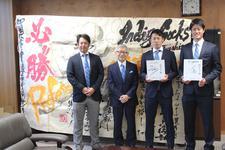 徳島インディゴソックスのドラフト指名投手が来学しました