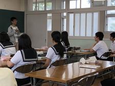 ビジネス・コミュニケーション科の留学生が洲本実業高校国際ビジネス科の生徒と国際交流を図りました