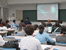 人間健康科食物栄養専攻で「就職・職場体験講演会」と「プチジョブカフェ」を開催しました