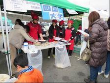 食物栄養専攻の学生が海陽町鞆浦漁港でフィールドワークを行いました