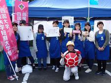 生活科学部管理栄養士養成課程の学生が美波町商工祭にて「うみものがたり」弁当を販売しました