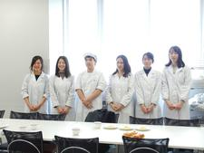 管理栄養士養成課程の学生が「なると金時(JA里浦)」「淡路島牛乳(淡路島牛乳株式会社)」を使ったおやつレシピの試作会を行いました