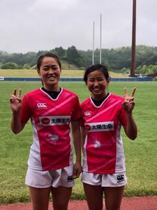 女子7人制ラグビー部井上藍選手(管栄2)と吉田萌香選手(管栄2)が国内最高峰の「太陽生命ウィメンズセブンズシリーズ」鈴鹿大会に出場しました