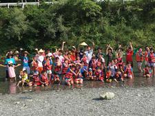 児童学科の学生が川遊び体験イベント「遊んで学ぼう、鮎喰川。」を開催しました
