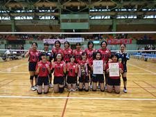 女子バレーボール部が「第55回四国大学バレーボール秋季リーグ戦」で初優勝し、全日本インカレの出場権を獲得しました