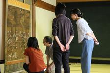 日本文学科の学生が寶壷山 願勝寺の文化財調査を行い、図録を刊行しました