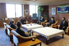陸上競技部 幸長慎一選手(大学院1)が徳島県知事を表敬訪問しました
